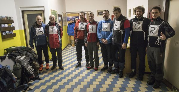 Skupina běžkařů z Prahy přijela 26. ledna 2018 odevzdat svoje hlasy ve druhém kole prezidentské volby do Stožce na Prachaticku.