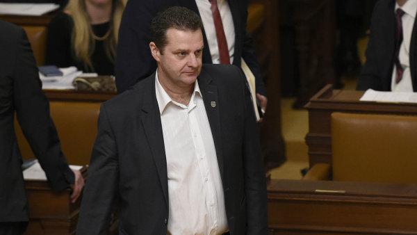 Zdeněk Ondráček při hlasování o důvěře vládě v noci na čtvrtek ve sněmovně chyběl - Ilustrační foto.