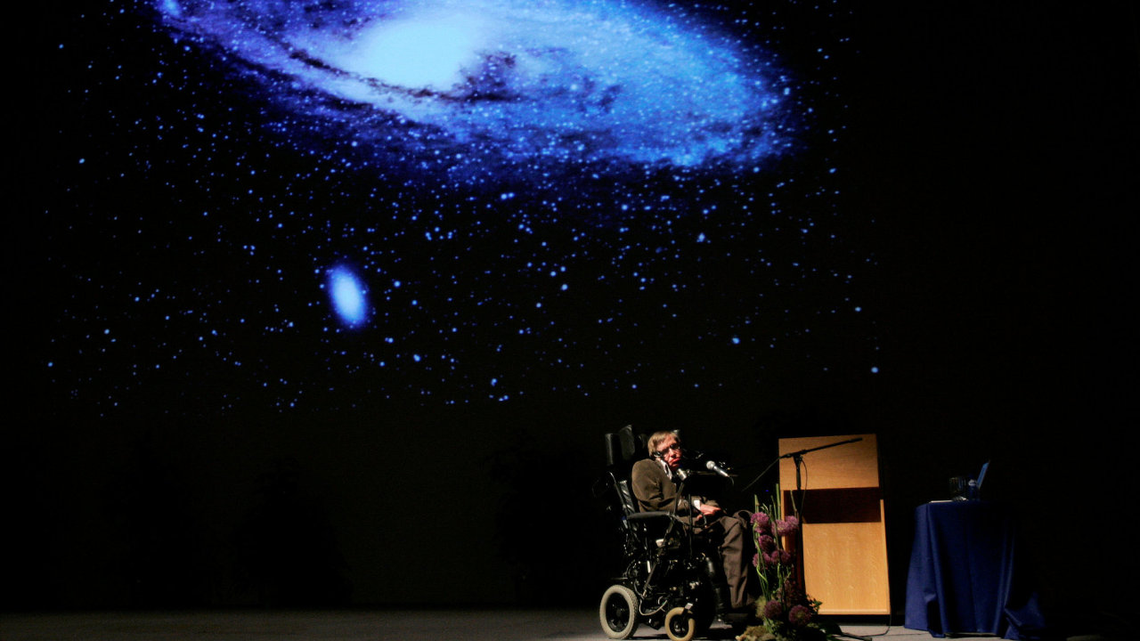 Astrofyzik Hawking dává přednášku na téma