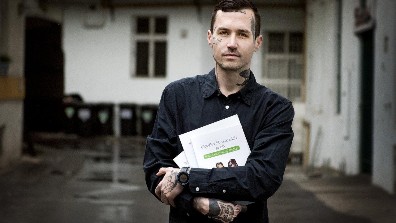 Petr Stohwasser vydává učebnice, kterými chce vzbudit nejen v dětech zájem o vědu.