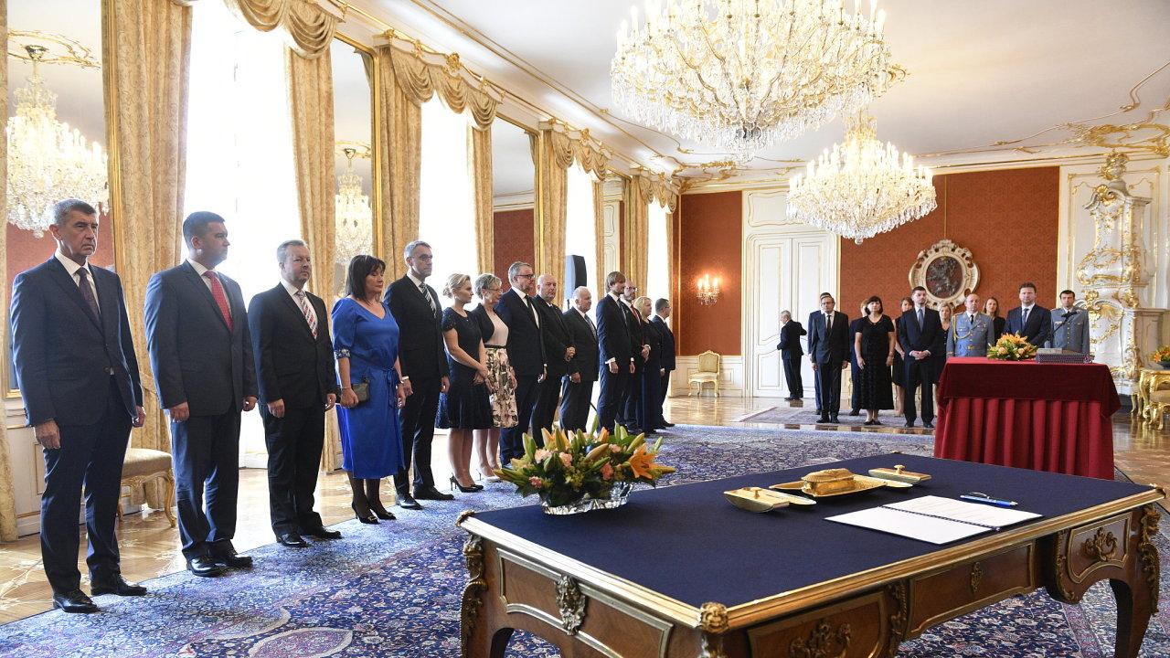 Prezident Zeman jmenoval druhou Babišovu vládu.