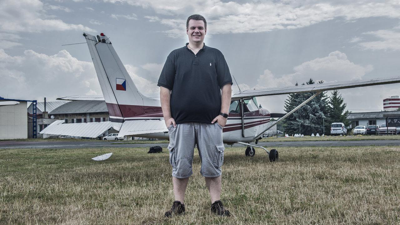 Podnikatel Damir Špoljarič poprvé seděl v letadle v červnu, dnes už má pilotní průkaz.