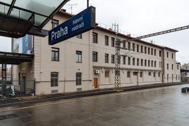 Bývalý objekt pošty sousedící s historickou Fantovou budovou pražského hlavního nádraží koupila v srpnu správa železnic za 28 milionů korun.