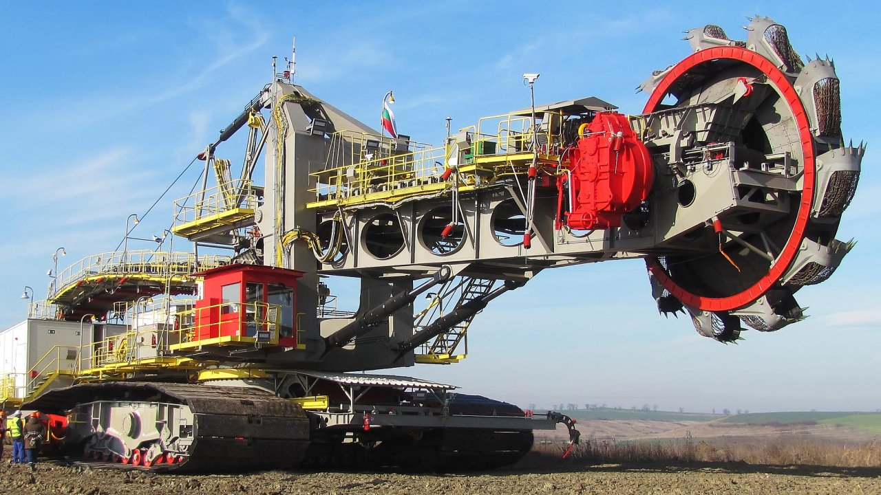 Firma Noen vyrábí důlní rypadla. Na snímku je kompaktní kolesové rypadlo K400, které v roce 2015 dodala na důl společnosti Mini Marica Iztok v Bulharsku.