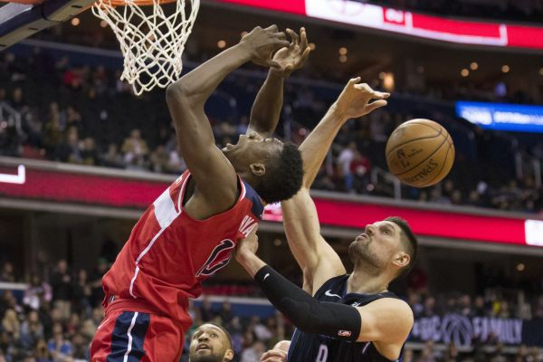 Basketbalisté Washingtonu v NBA vyhráli nad Orlandem duel týmů umístěných pod čarou postupu do play off Východní konference, devátý tým tabulky porazili 100:90.