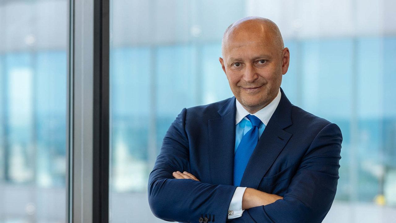 Narozdíl odpodnikatelů chybí politikům vize nadéle než čtyři roky, říká šéf firmy Passerinvest Group Radim Passer.