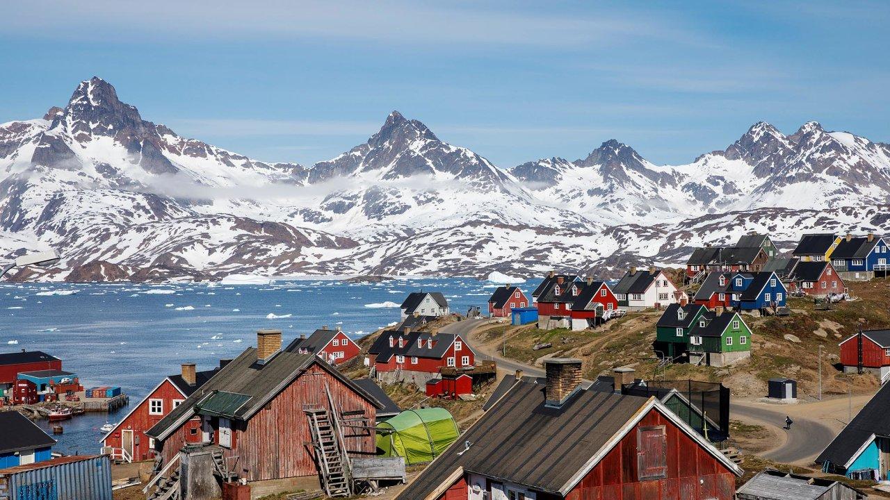 Ostrov skrytého bohatství. Grónsko má ložiska vzácných kovů a turistický potenciál, proto je o něj mezi velmocemi zájem.