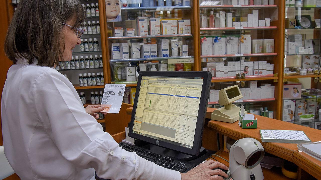 Co uvidí lékárníci? Dolékového záznamu pacienta mají mít automatický přístup lékaři, ale například izáchranáři. Jak to bude slékárníky, ještě jasné není.