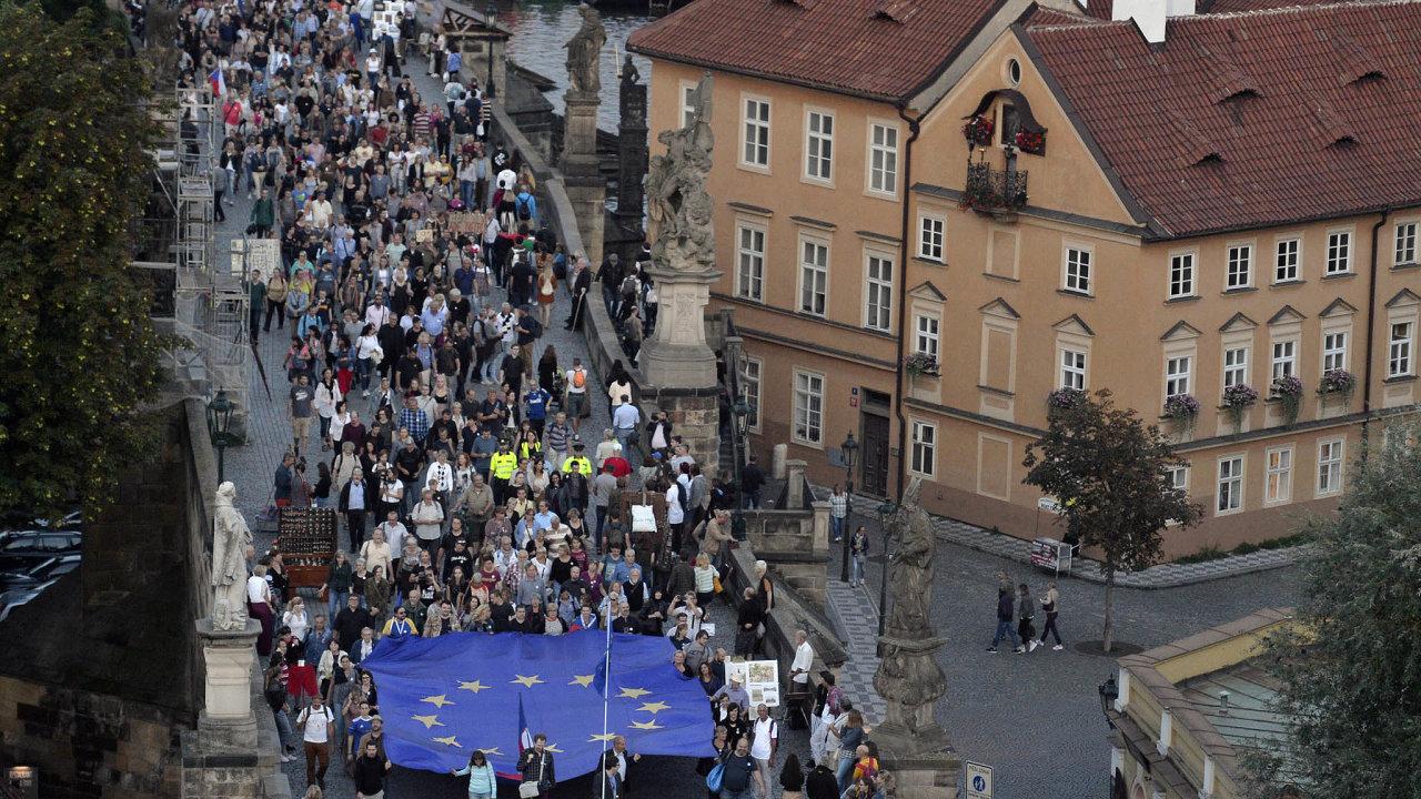 Protesty pokračují. Nademonstraci z21. srpna (nasnímku) chce spolek Milion chvilek navázat dalšími akcemi.