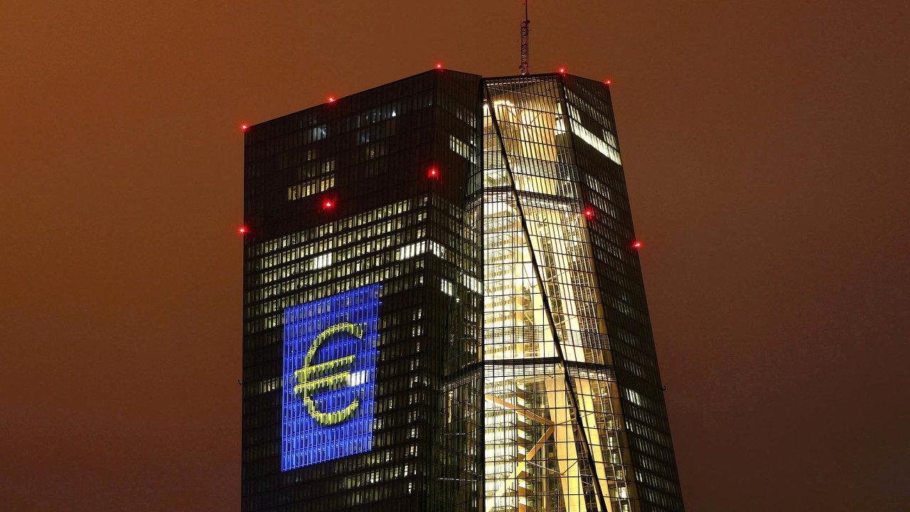 Evropská centrální banka se nákupy státních dluhopisů snaží podpořit ekonomiku eurozóny.