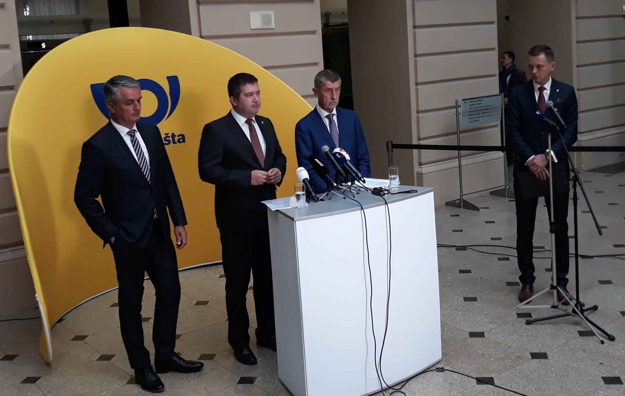 V centrále České pošty v Jindřišské ulici se setkali její ředitel Knap, ministr vnitra Hamáček, premiér Babiš a další ministři.