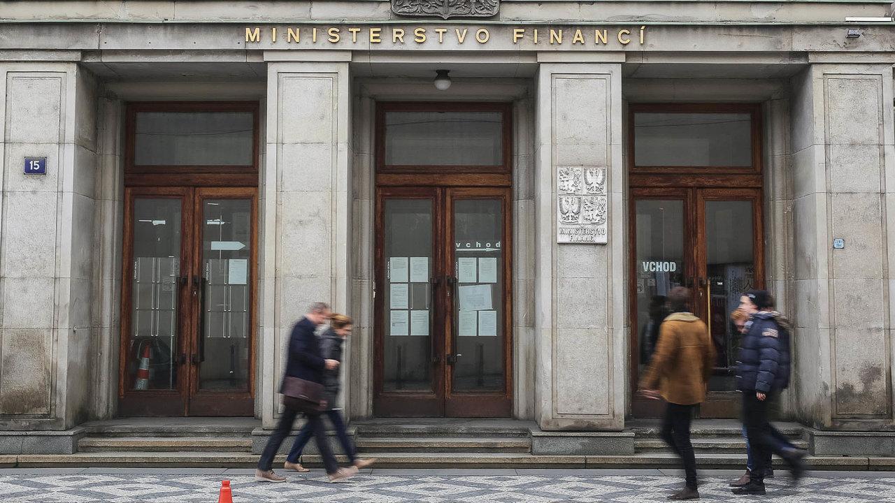 Podílníci vytunelovaných CS fondů žalovali ministerstvo financí - Ilustrační foto.