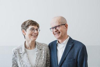 Manželé Hana a Dalimil Dvořákovi české nadějné vědce podporují už sedm let přes svou Nadaci Experientia.