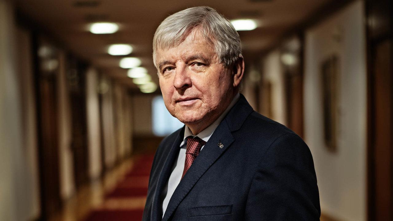 Guvernér ČNB Jiří Rusnok vyloučil použití kurzového závazku.