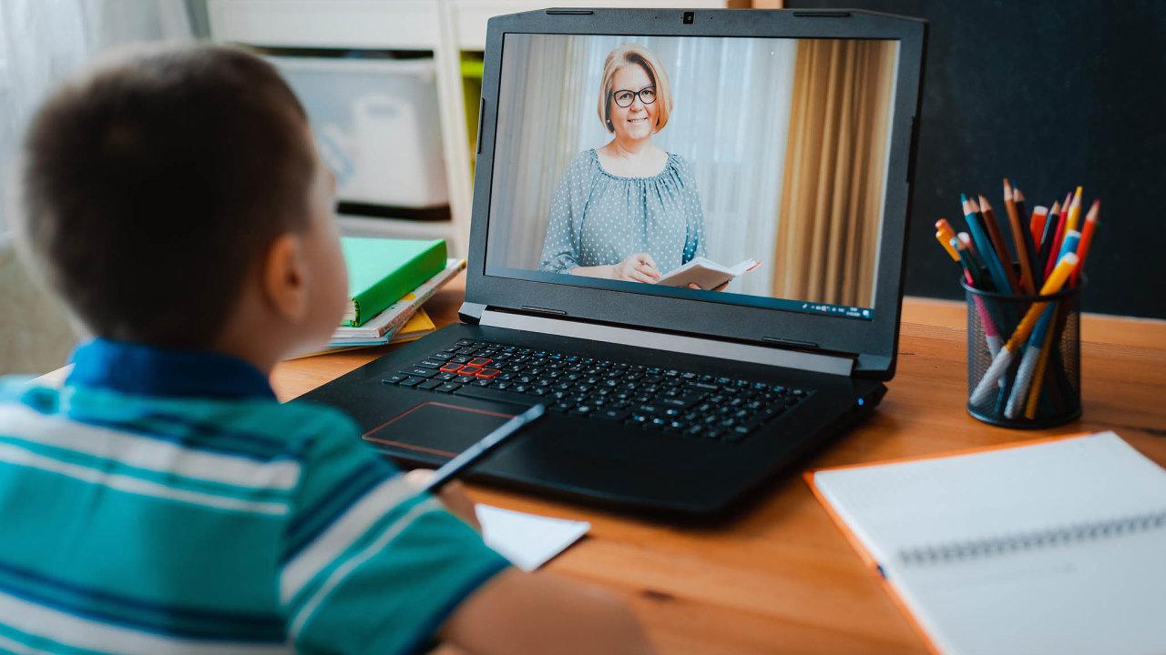 On-line výuka děti nebaví. O další hodiny u počítače zájem nemají, a tak jazykové a doučovací agentury hlásí po více než roce od začátku pandemie úbytek poptávky.