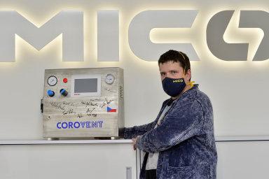 Skupina MICo, již řídí Jiří Denner, vyrábí zařízení pro energetiku achemický průmysl či tepelné výměníky pro jaderné elektrárny. Nyní kvůli pandemii změnila sortiment akompletuje plicní ventilátory.