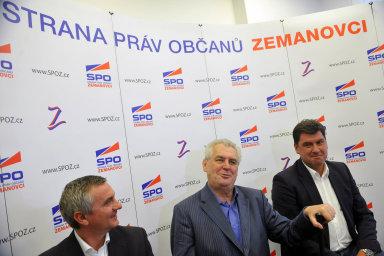 Mynář, Zeman, Nejedlý při kampani: Martin Nejedlý (vpravo) tvrdí, že sponzora Zemanovců Michala Pechana nezná. Nasnímku zkampaně SPOZ zroku 2011 je (vlevo) Vratislav Mynář aprezident Miloš Zeman.
