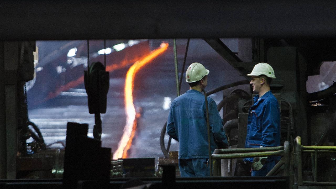 Výhoda pro exportní firmy. Pozitivně se naoslabení koruny dívají třeba Třinecké železárny, které zhruba 70 procent veškerého zboží vyváží dociziny.