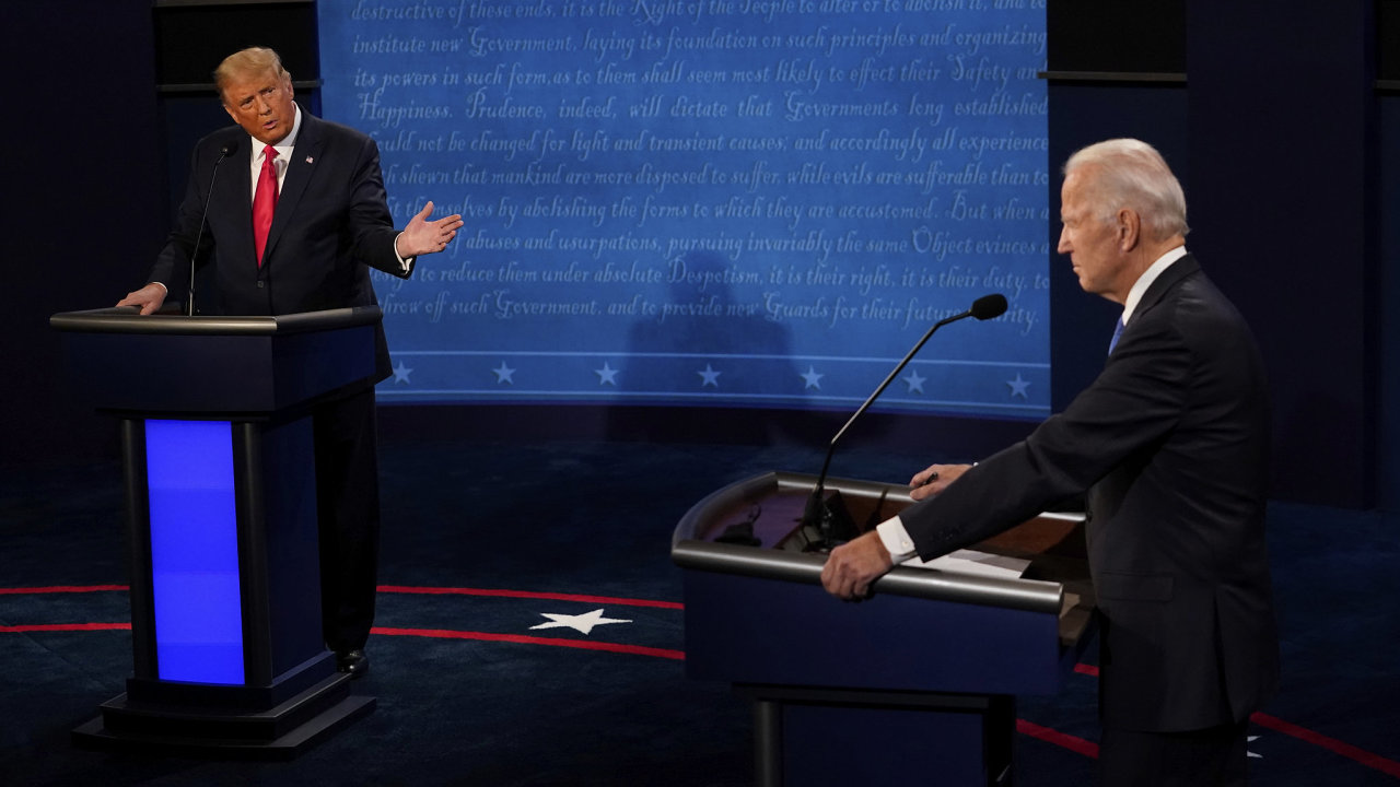 Donald Trump a Joe Biden během druhé prezidentské debaty.