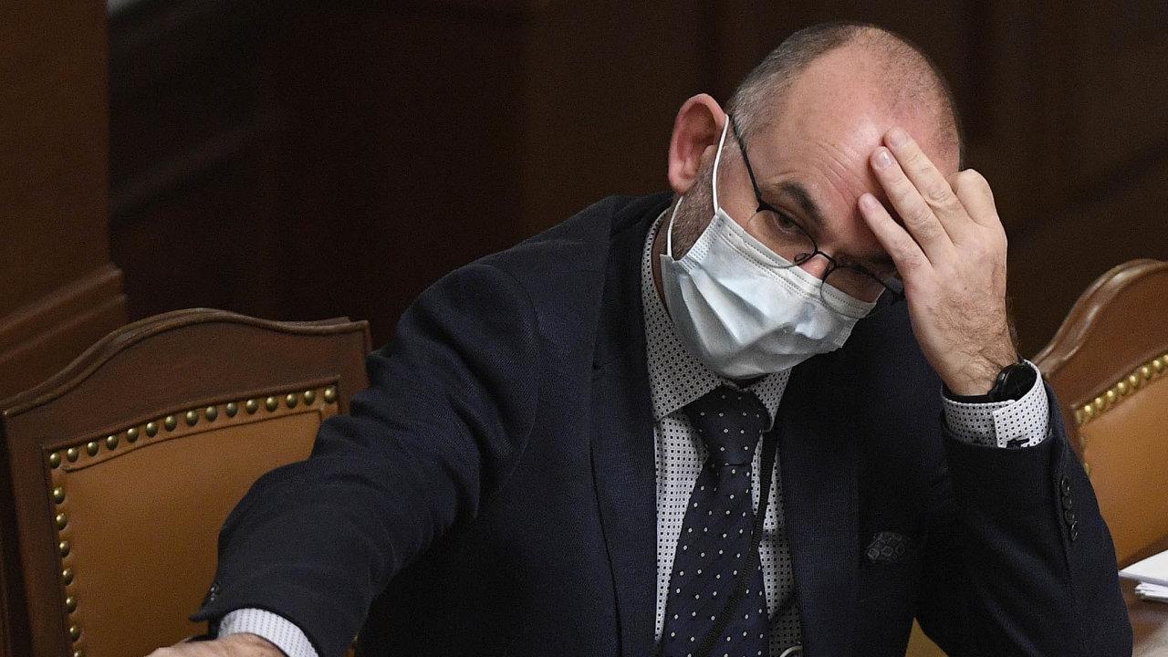 Ministr zdravotnictví Jan Blatný (za ANO).