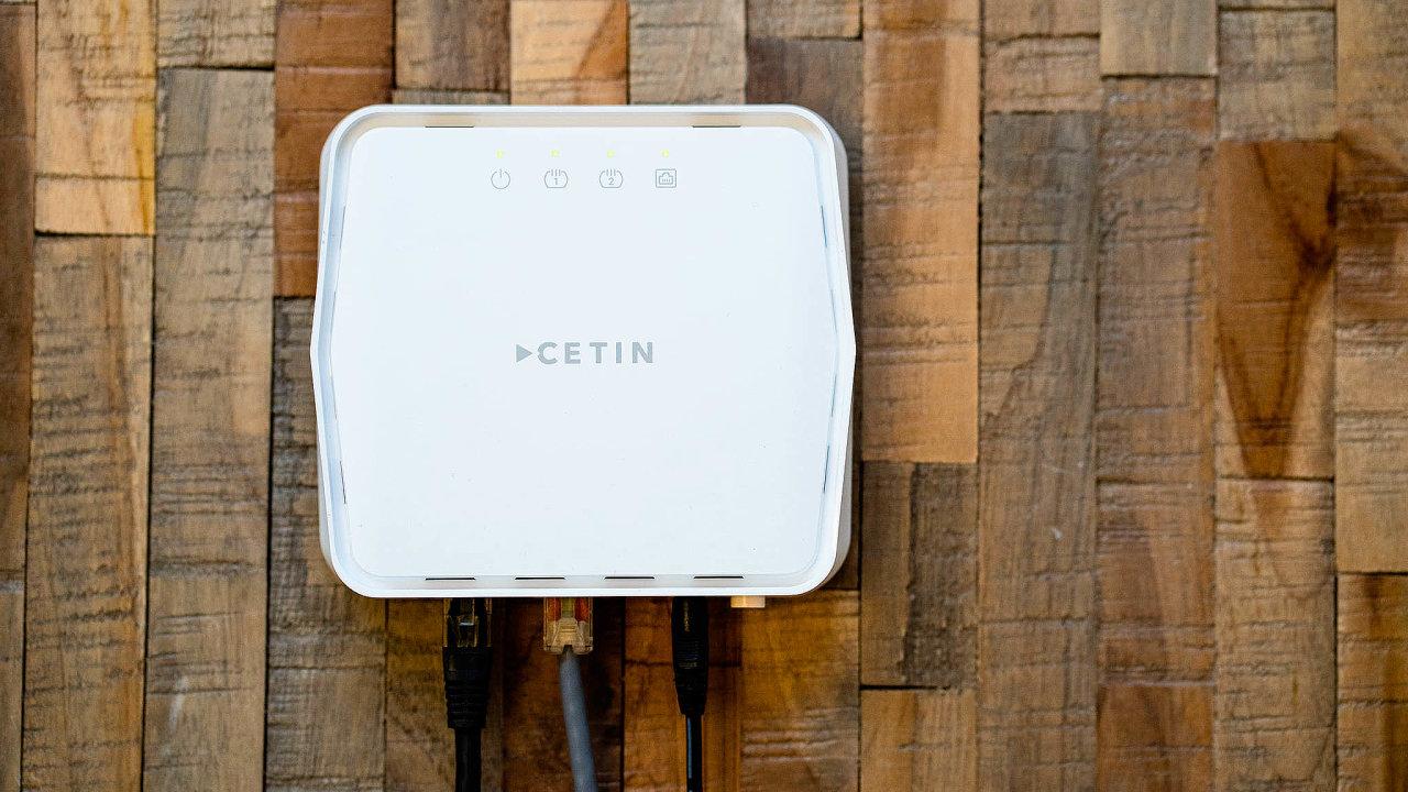 Krabička před krabičku. Terminátor se zapojuje ještě před domácí router, který musí technik poskytovatele internetového připojení správně nastavit.