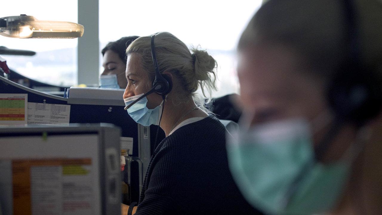 Hygienici uvádí, že nyní nakaždého nakaženého připadá vprůměru méně než jeden dohledaný rizikový kontakt.