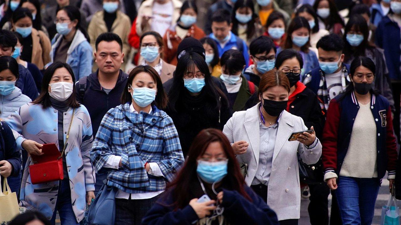 Šanghaj je s více než 27 miliony obyvatel nejlidnatějším městem Číny a významným hospodářským centrem země. Stejně jako jiná sídla bojuje s koronavirovou nákazou.