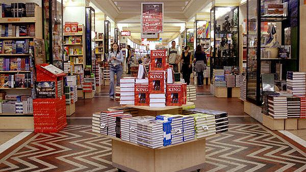 Palác knih Luxor uvedla na tuzemský trh společnost Neoluxor, s.r.o. v roce 2002