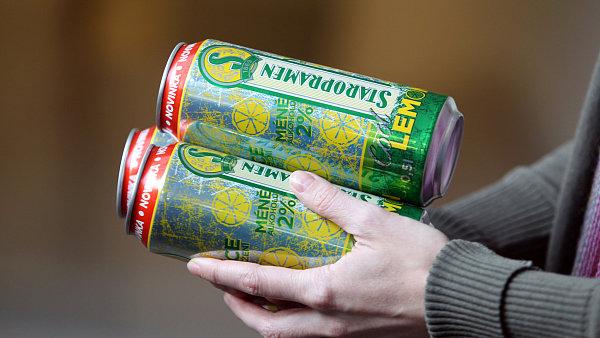 Plechovky nízkoalkoholického piva  Cool Lemon od Staropramenu.