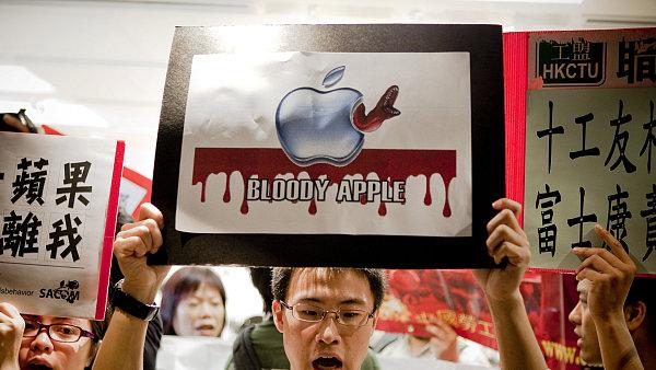 V roce 2010 blokovali demonstranti br�ny firmy Apple ve snaze donutit ji k ukon�en� spolupr�ce s dodavatelem Foxconn.