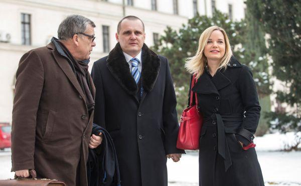 Vít Bárta s partnerkou před Obvodním soudem pro Prahu 5, 23. ledna 2013