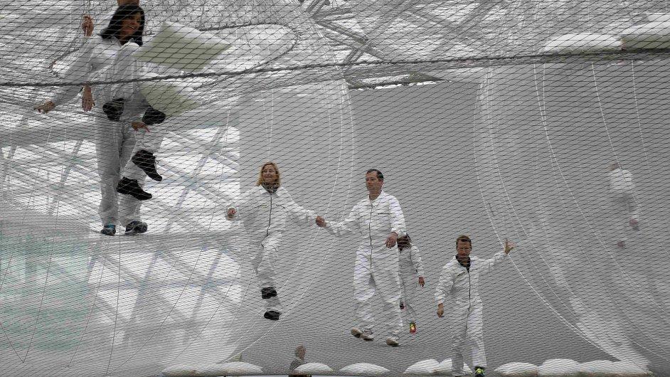 Z výstavy Tomáse Saracena: in orbit