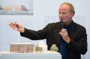 Tančící dům je jako Disneyland, říká architekt Goetze, který stavěl v Číně