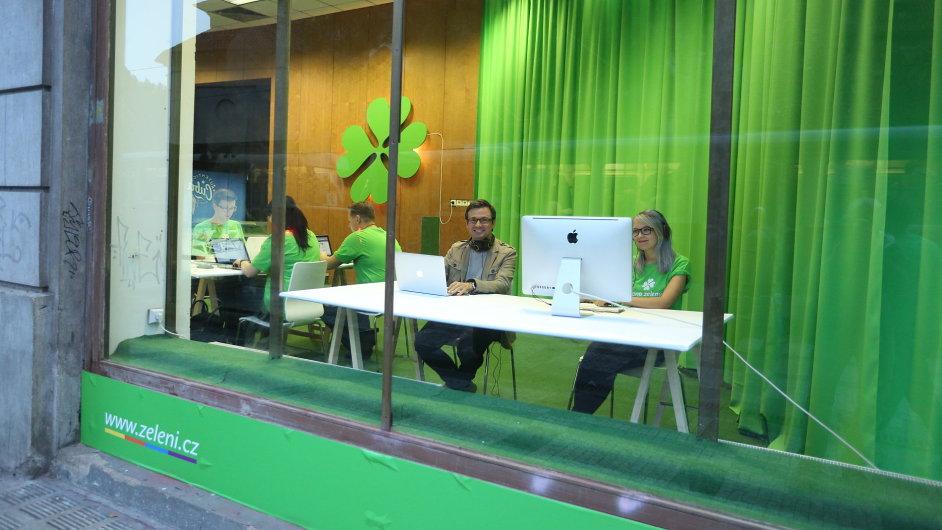 Kontaktní centrum - jeden ze symbolů závěrečné části kampaně Strany zelených