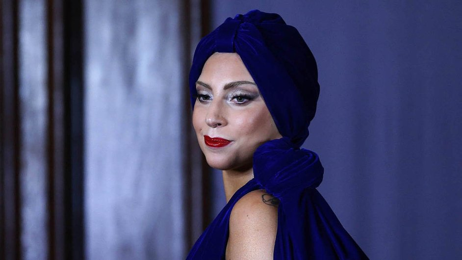 Lady Gaga změnila tuctový pop v koktejl hudby, divadla a cirkusu.