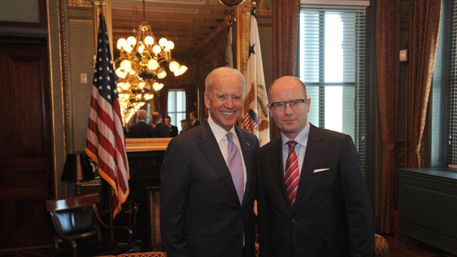Premiér Bohuslav Sobotka s americkým viceprezidentem Joem Bidenem (ilustrační foto)