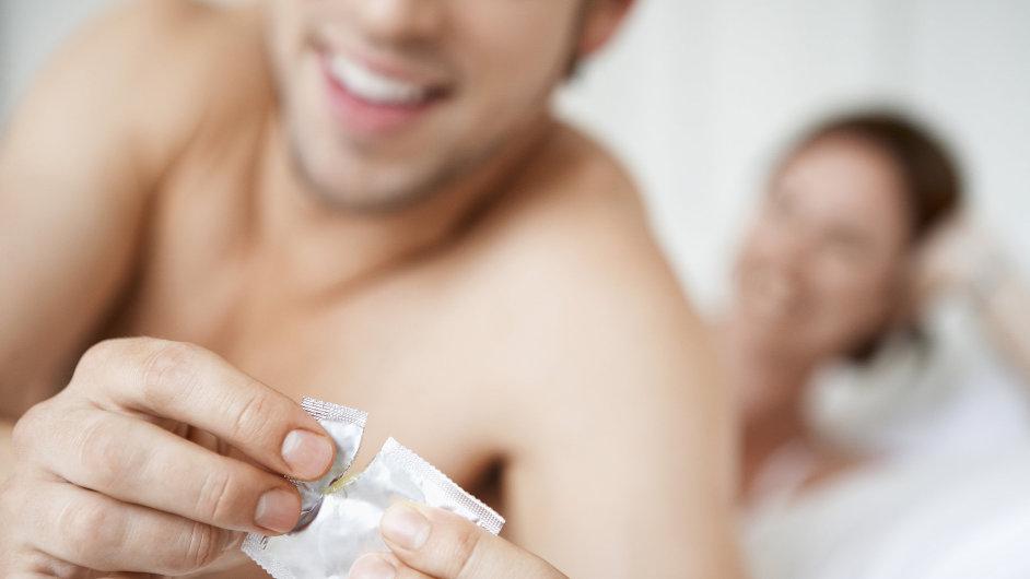 Zrušení 62 let platného zákona o nevěře zvedlo cenu akcií místního výrobce kondomů