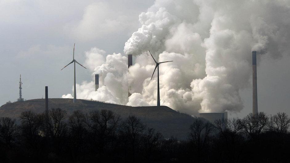 Vítr, slunce, voda vs. uhlí, ropa a plyn. Obnovitelné zdroje energie začínají mít navrch nad klasickými fosilními zdroji. Na své straně mají totiž čím dál tím více politiků.