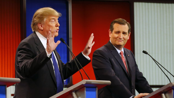 Trump v debatě ukazuje, že jeho ruce zase tak malé nejsou.