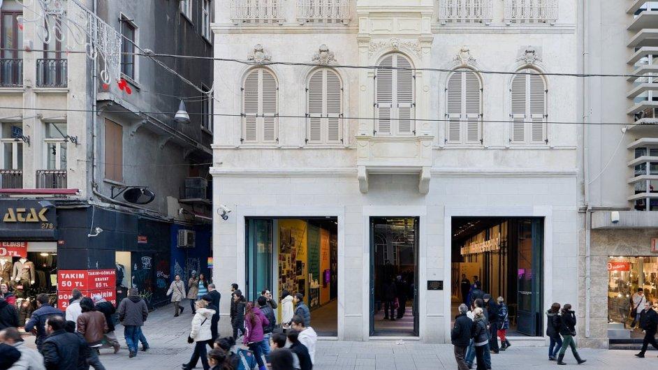 V Turecku byla v prosinci uzavřena galerie současného umění Salt Beyoglu, podle jejího ředitele ale o cenzuru v tomto případě nešlo.