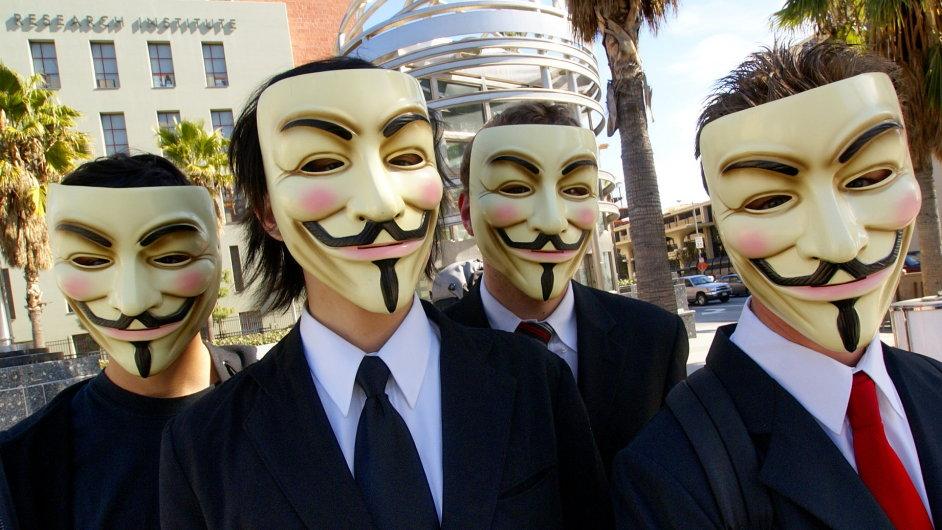 Maskovaní členové hnutí Anonymous