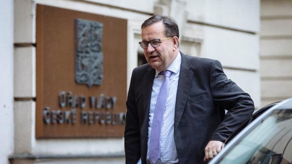 Jan Mládek zvažuje, že dá ceny volání a dat k antimonopolnímu úřadu.