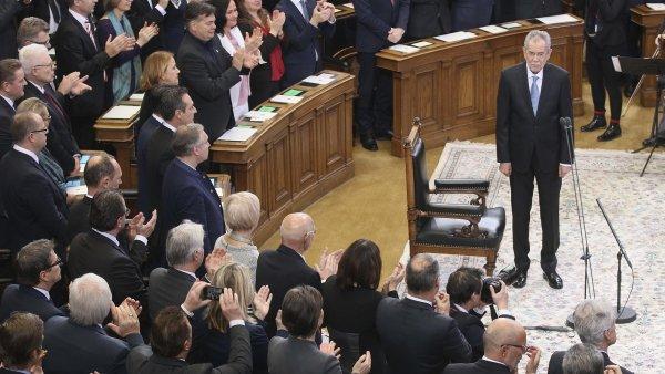 Nový rakouský prezident Alexander Van der Bellen při slibu