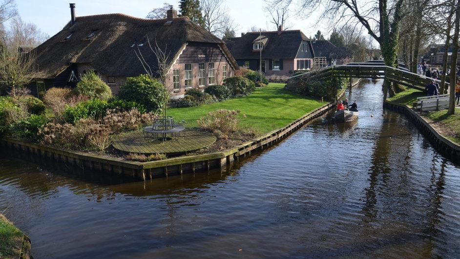 Nizozemské městečko Giethoorn