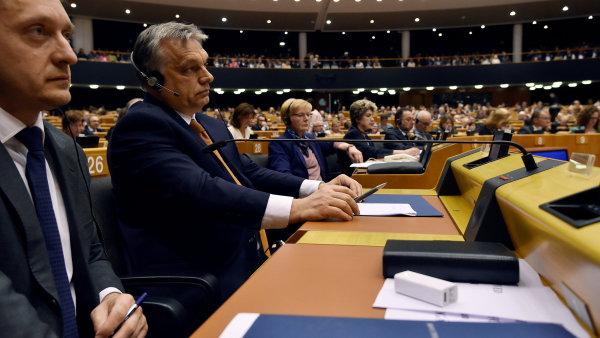 Maďarský předseda vlády Viktor Orbán na dubnovém plenárním shromáždění Evropského parlamentu.