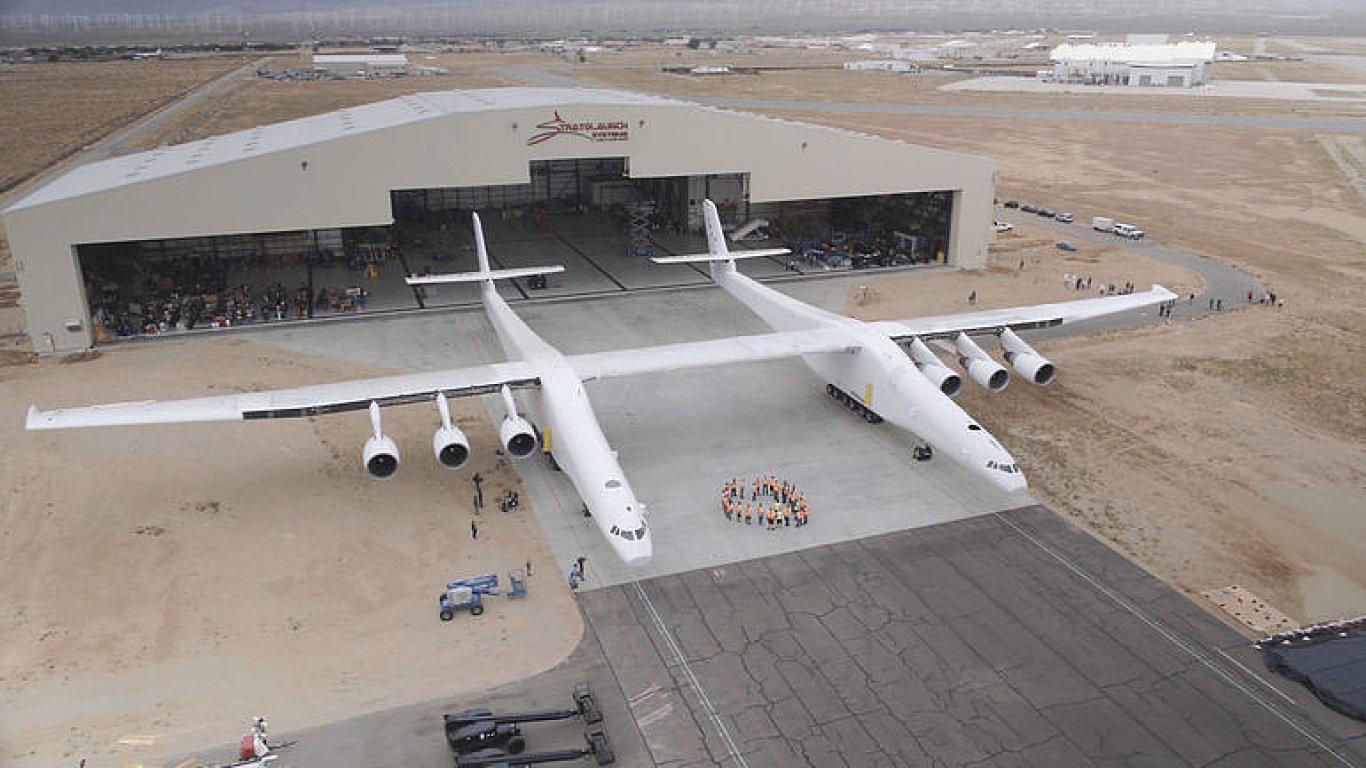 Největší letadlo z dílen firmy Stratolaunch Systems