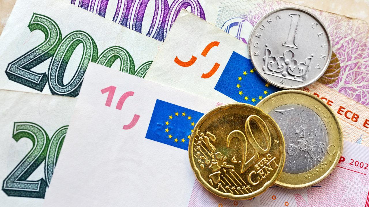 V České republice bylo ke konci loňského roku v oběhu přes 2,4 miliardy bankovek a mincí, což je meziroční nárůst o pět procent.