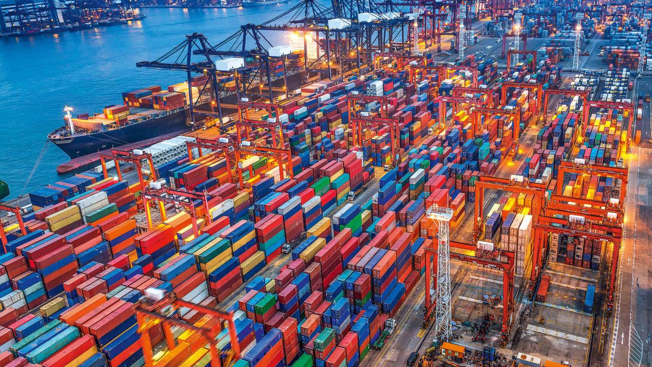 Celkový objem obchodu se zbožím mezi Evropskou unií a Spojenými státy loni činil 16,05 bilionu korun, s Čínou 11,8 bilionu korun.