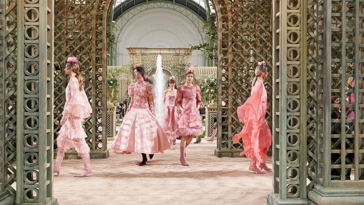 Přehlídka haute couture značky Chanel