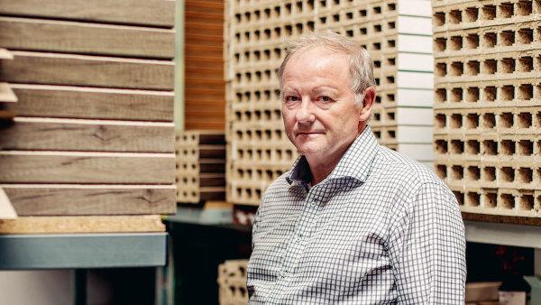 """Lumír Kozubík, majitel společnosti Sepos:""""Polovina našich zaměstnanců je vprodejnách. Není to levná záležitost, obtížně se donich shánějí vhodní lidé, jsou pro nás však nezbytné."""""""